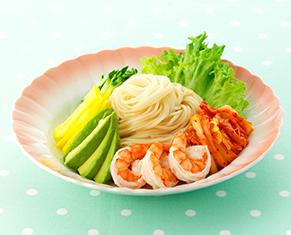 海老とアボカドとキムチのサラダ冷やし中華